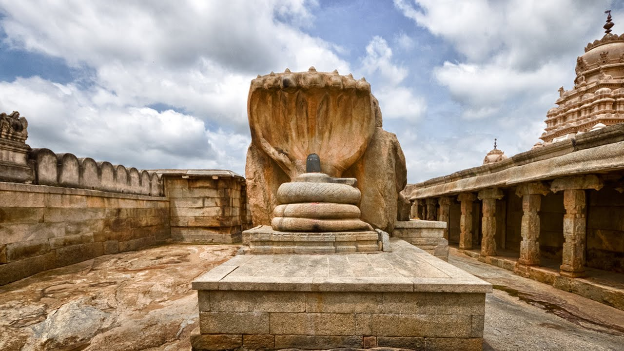 Lepakshi Floating Pillar Temple Of India